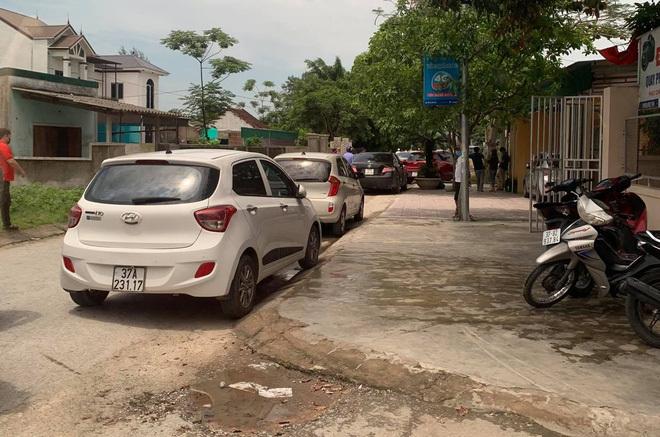 NÓNG: 4 người lạ đến nhà, chủ nhà nổ súng bắn 2 người tử vong tại chỗ