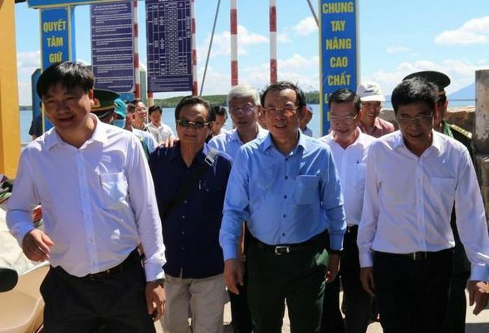 Bí thư Nguyễn Văn Nên đi khảo sát tại xã đảo Thạnh An