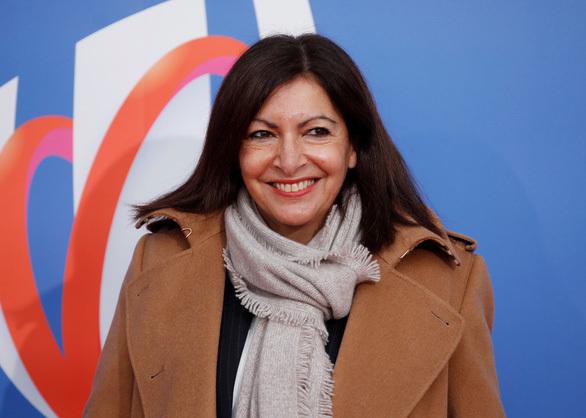 """Thị trưởng Paris """"hạnh phúc"""" khi bị phạt 90.000 euro vì tuyển bộ máy quản lý """"quá nữ tính"""""""