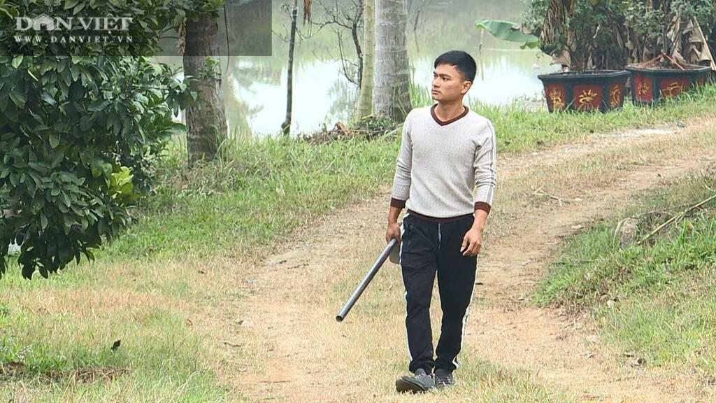 """Phú Thọ: Nông dân 9X đẹp trai dành cả tuổi thanh xuân chỉ để trồng vườn hoa hồng """"khủng"""", ai đi qua cũng xuýt xoa"""