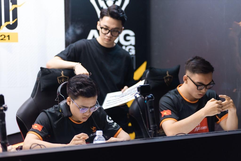 Team Flash thi đấu thất vọng trước nhà vô địch AOG