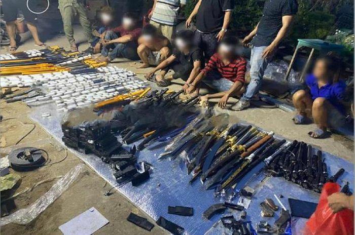 """Lộ kho vũ khí """"khủng"""" trong nhà đối tượng cộm cán ở TP Biên Hòa"""
