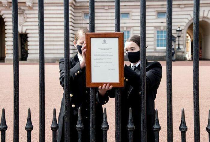 Dân Anh tưởng nhớ Hoàng thân Philip, hoàng gia nhắc bảo đảm phòng dịch