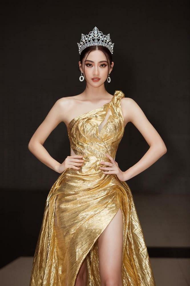 Lương Thùy Linh khoe chân dài 1m22 – Hà Hồ hóa nữ thần quyền lực
