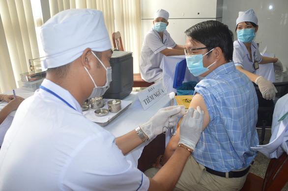Sóc Trăng bắt đầu tiêm vắc xin COVID-19 cho gần 7.500 cán bộ y tế, bộ đội biên phòng…