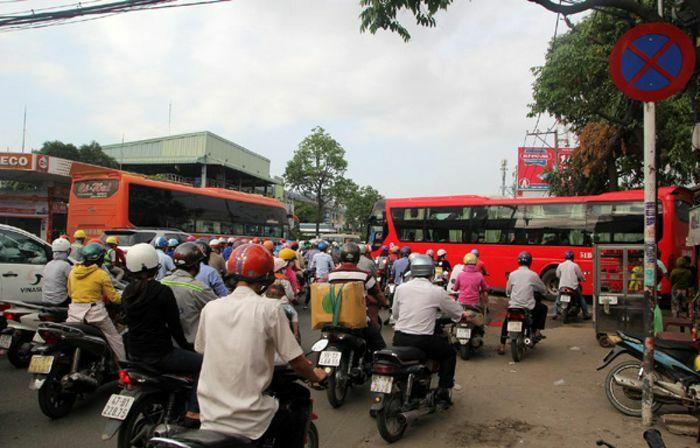 Sở Giao thông vận tải TPHCM nói gì về nạn xe dù bến cóc?