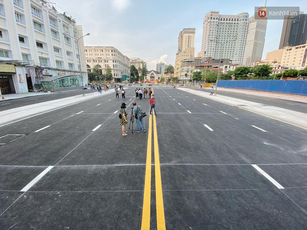 """Rào chắn Metro được tháo dỡ, """"đất vàng"""" trung tâm Sài Gòn đã thông thoáng và đẹp hơn"""