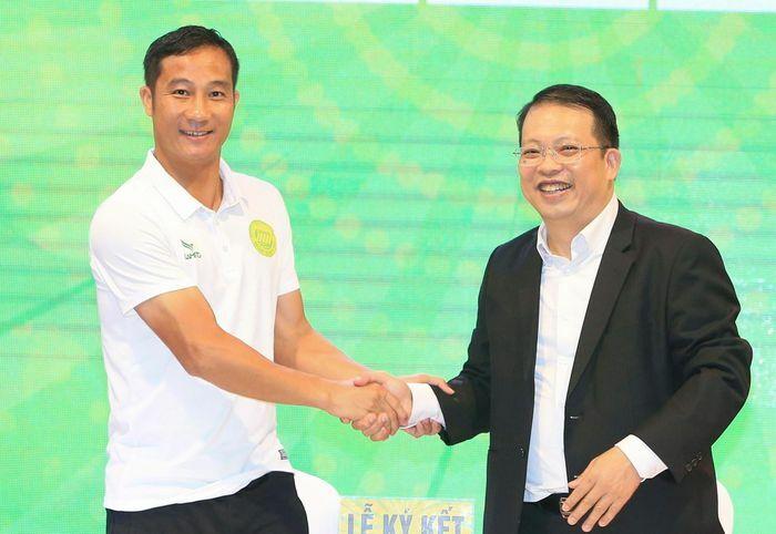 Quốc Vượng nhờ Văn Quyến góp ý cho đội hạng Nhì