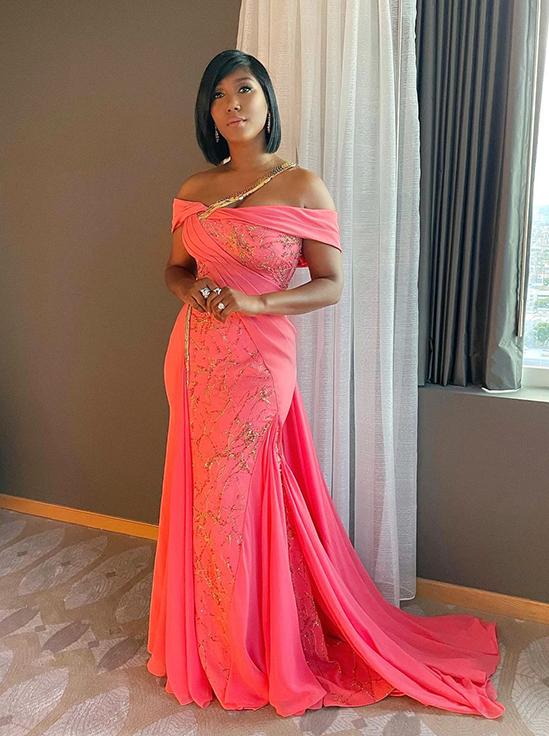 Vợ góa của Chadwick Boseman mặc đầm đính 20.000 viên đá tới Oscar