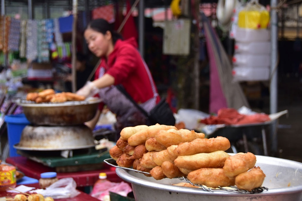 Chợ phiên Tùng Vài thời Covid: ''Không có lái Trung Quốc, mình vẫn hái trà, để đấy...''