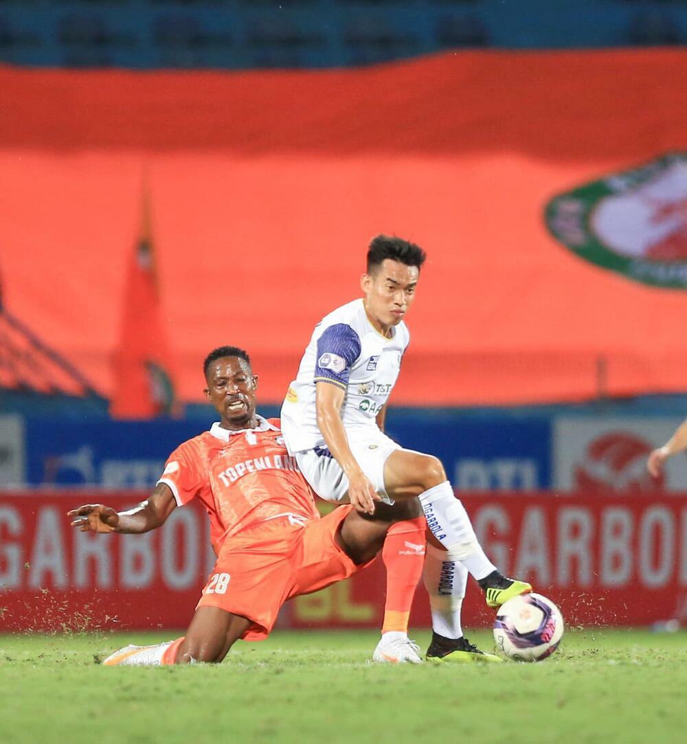 Đồng hương thầy Park ra mắt thất bại, Hà Nội FC nguy cơ đá trụ hạng