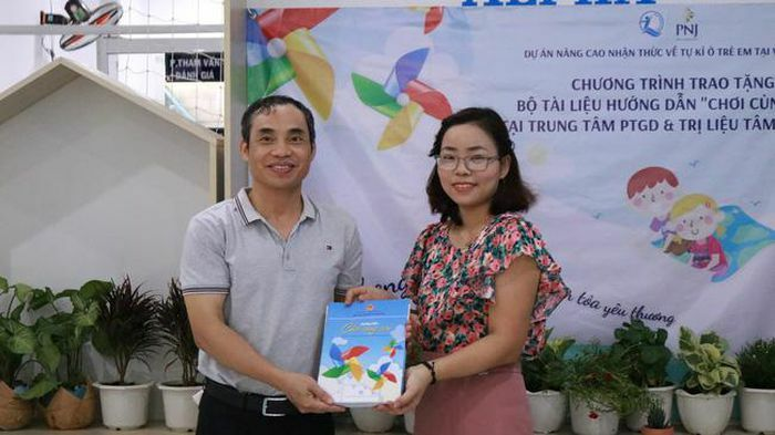 PNJ tặng quà các Trung tâm trẻ tự kỷ