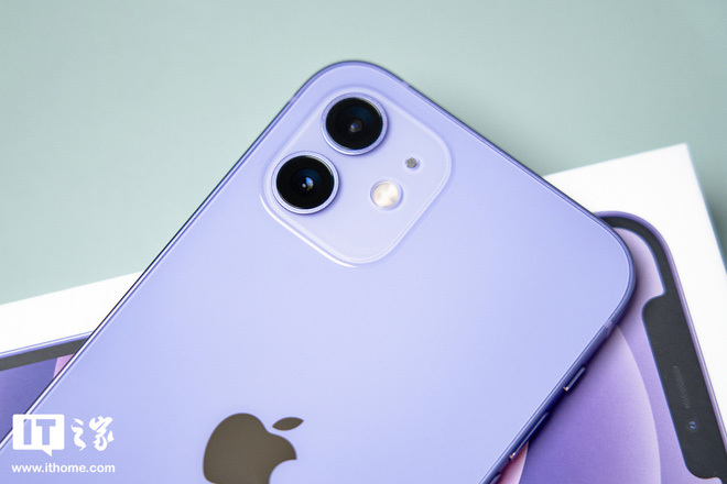 Rò rỉ hình ảnh thực tế iPhone 12 tím, đẹp đến nao lòng!