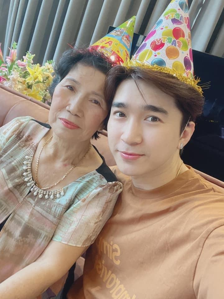 Chi Dân lòng đau như cắt khi nghĩ về ngày sinh nhật cuối cùng của mẹ