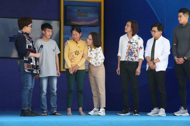 Thánh chửi của showbiz Việt bật khóc: Mẹ chùi từng cái toilet để nuôi tôi ăn học