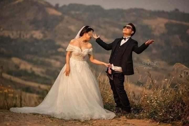 Ảnh cưới phản cảm: Chú rể tuột quần cười phớ lớ, để cô dâu đứng cạnh tạo dáng 'nóng mặt'