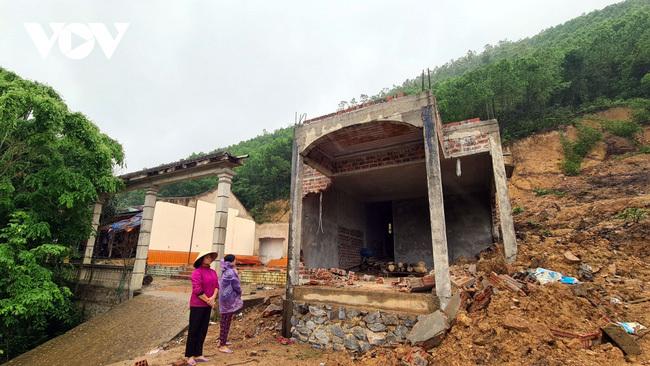Thủ tướng yêu cầu khẩn trương hoàn thành hỗ trợ khắc phục thiệt hại nhà ở do thiên tai