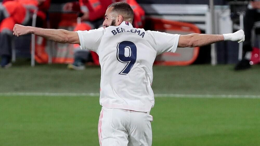Benzema áp sát Messi trong cuộc đua Vua phá lưới La Liga