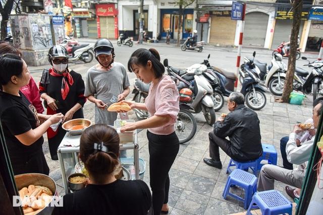 """Bất ngờ những đặc sản 10 nghìn đồng """"ngon miễn chê"""" ở Hà Nội"""