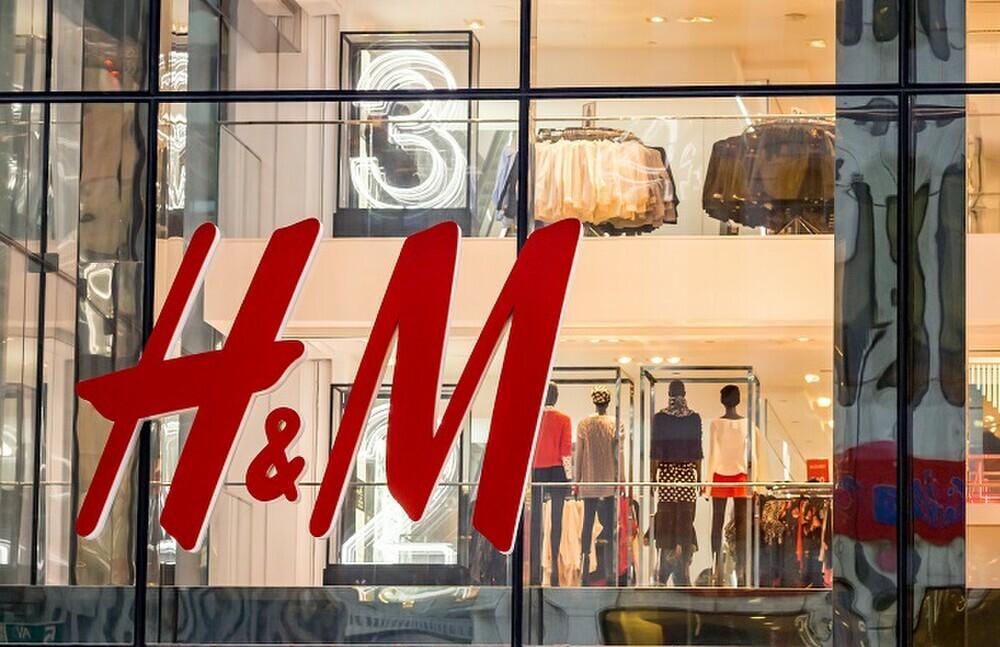H&M và những cú trượt dài trong scandal khó lòng cứu vớt - ảnh 1