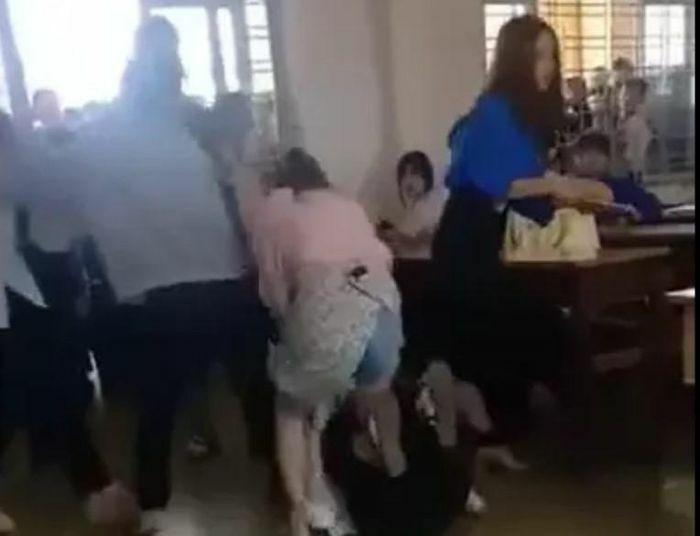 Đắk Lắk: Làm rõ vụ nữ sinh lớp 10 gọi người thân đến trường đánh bạn học