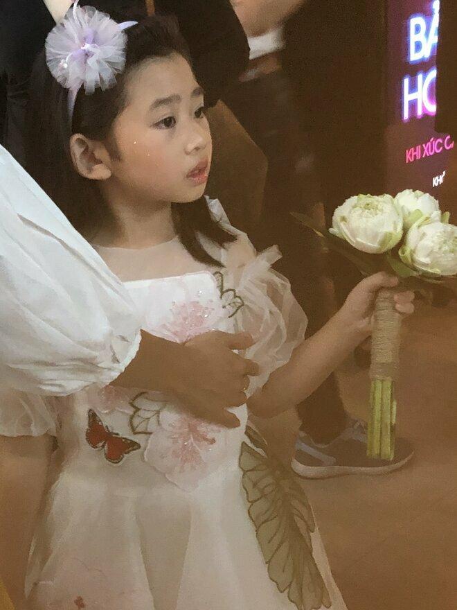 Hình ảnh mới nhất của con gái Mai Phương khiến nhiều người xúc động
