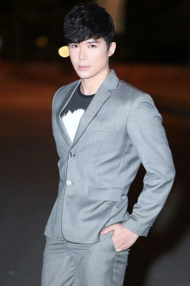 Nathan Lee chửi quản lý Ngọc Trinh: 'Ngu dốt và đần độn'