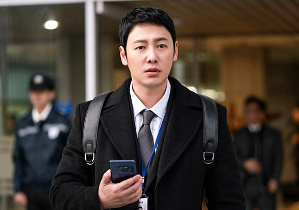 Kim Dong Wook – siêu anh hùng trong Thanh tra lao động đặc biệt