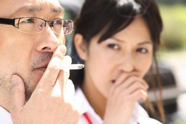 Sống cùng chồng hút thuốc, người phụ nữ mắc bệnh ung thư phổi