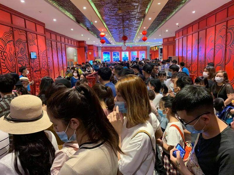 Dịch Covid-19 tạm yên, Quảng Ninh lại nhộn nhịp khách du lịch dịp cuối tuần