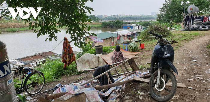 Người dân xóm Phao lênh đênh cuộc sống ngụ cư nơi bãi giữa sông Hồng