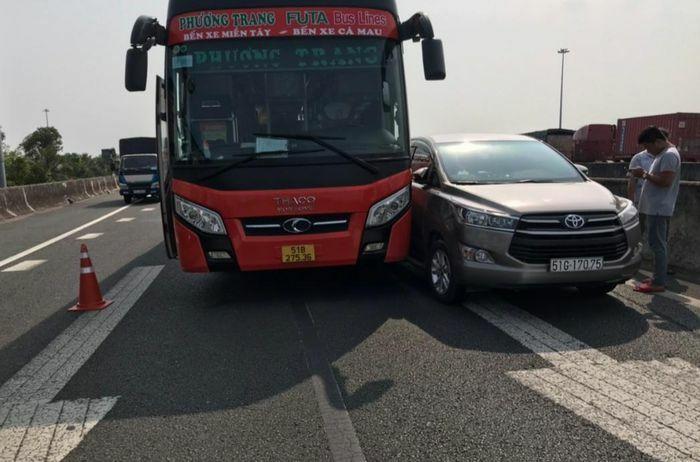 5 ô tô tông liên hoàn trên cao tốc TP.HCM – Trung Lương