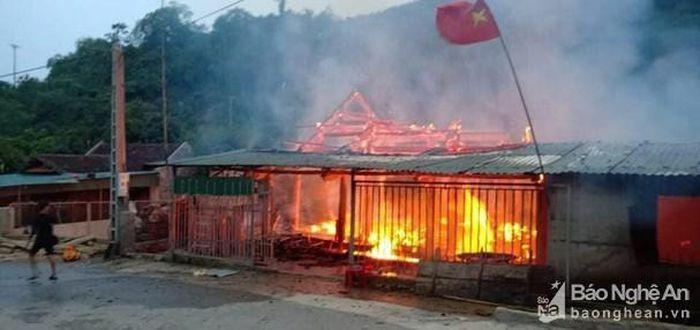 Hỏa hoạn thiêu rụi ngôi nhà gỗ 3 gian cùng nhiều tài sản