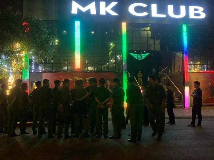 """Thái Bình: Ập vào quán bar, Công an phát hiện 300 người đang """"bay lắc"""""""