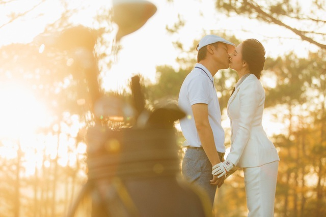Mỹ Ngọc Bolero khoe ảnh cưới cùng chồng đại gia trên sân golf vua Bảo Đại