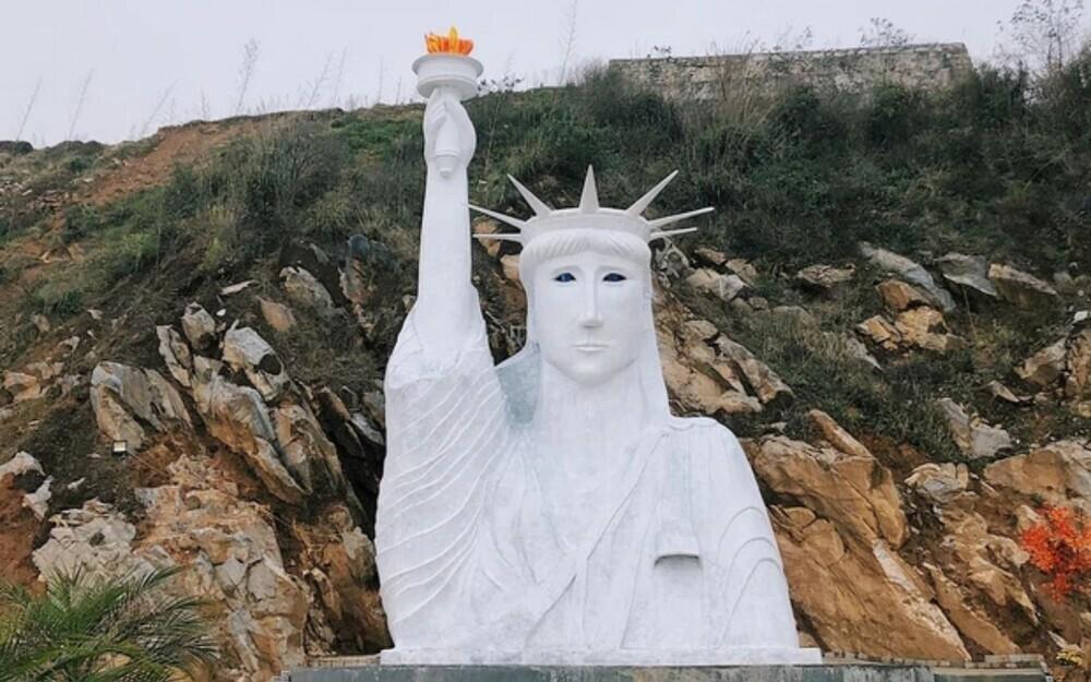 """Chính quyền lập đoàn kiểm tra tượng nữ thần tự do phiên bản """"đột biến"""" xuất hiện ở Sa Pa"""