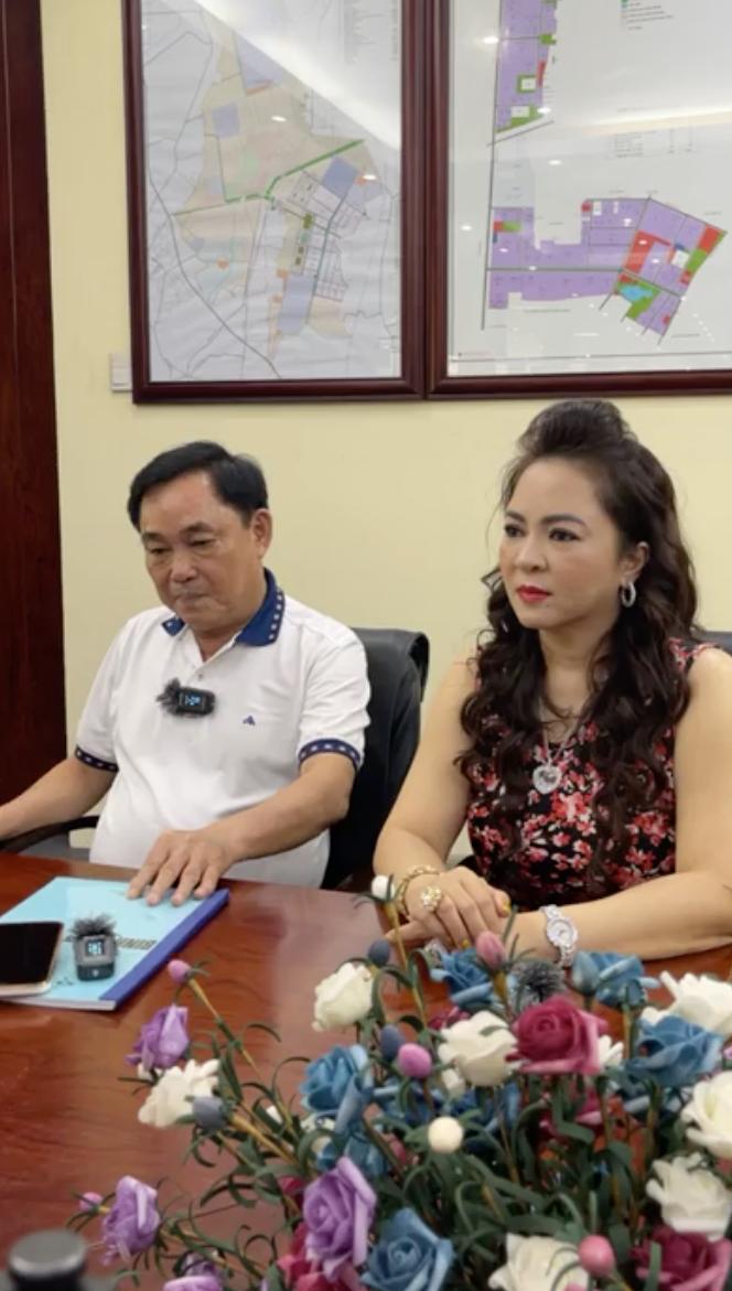 """Bà Phương Hằng livestream phủ nhận lời đồn yêu Võ Hoàng Yên, tiết lộ mình từng uống thuốc, đưa kim cương và nghe ông Yên bàn """"kế hoạch đầu độc"""" ông Dũng """"lò vôi"""""""