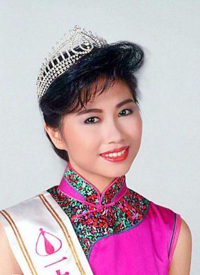 Hoa hậu 3 đời chồng, làm chủ tập đoàn trang sức lớn, tuổi U60 sống ra sao?