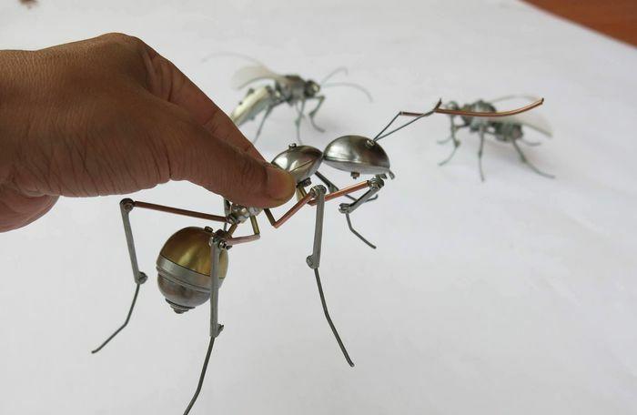 Giảng viên đại học tạo mô hình từ phế thải kim loại