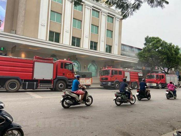 Hà Nội: Kịp thời dập tắt đám cháy tầng hầm Tràng Tiền Plaza