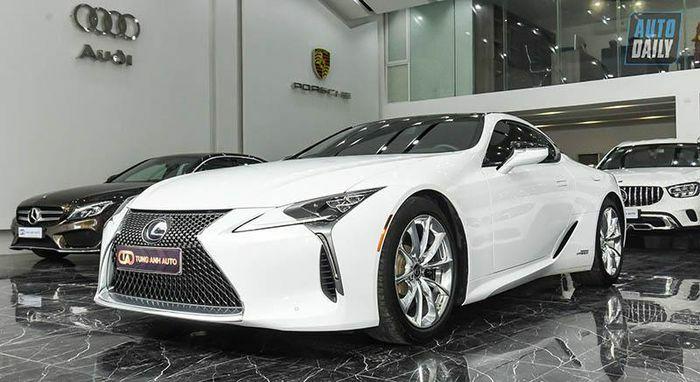 Lexus LC500h độc nhất Việt Nam chào bán lại giá hơn 8 tỷ