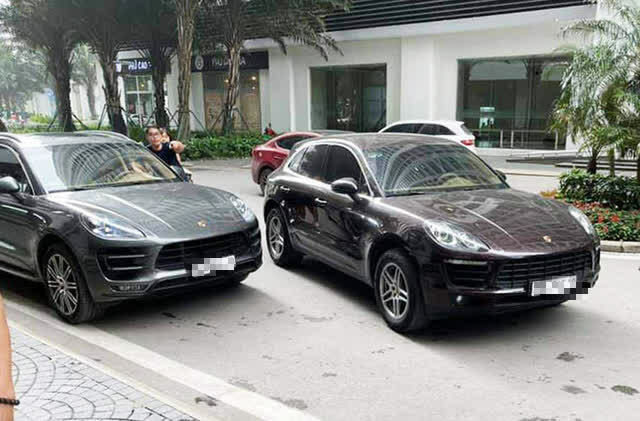 Xác định danh tính người đứng tên sở hữu của 1 trong 2 xe Porsche trùng biển số ở Hà Nội