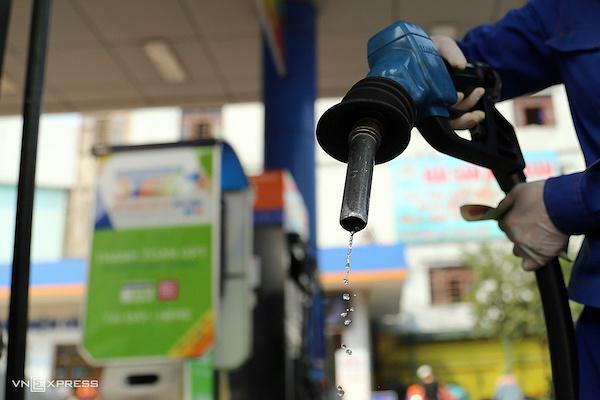 Giá xăng dầu hôm nay 13/4: Bật tăng do căng thẳng Trung Đông