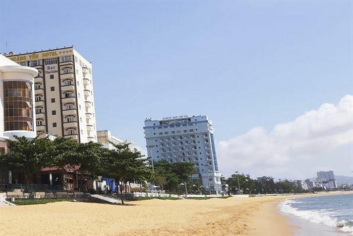 Di dời khách sạn ven biển Quy Nhơn: Còn vướng quy định về đất đai