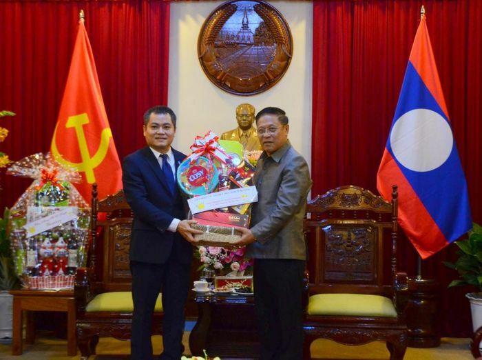 DAFO thăm và chúc Tết Bunpimay Lãnh sự quán Lào tại Đà Nẵng