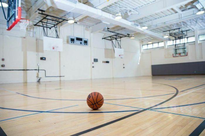 Nam sinh lớp 11 đột tử trên sân bóng rổ