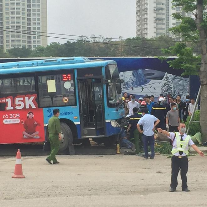 Vụ xe buýt tông chết người đi bộ trên vỉa hè: Phụ xe khai nguyên nhân tai nạn - ảnh 1