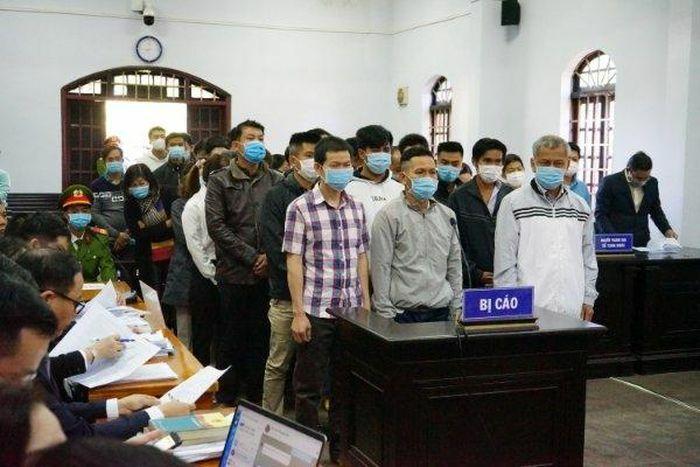 """Vì sao tạm dừng phiên tòa xét xử """"đại gia""""Trịnh Sướng và 38 bị cáo?"""