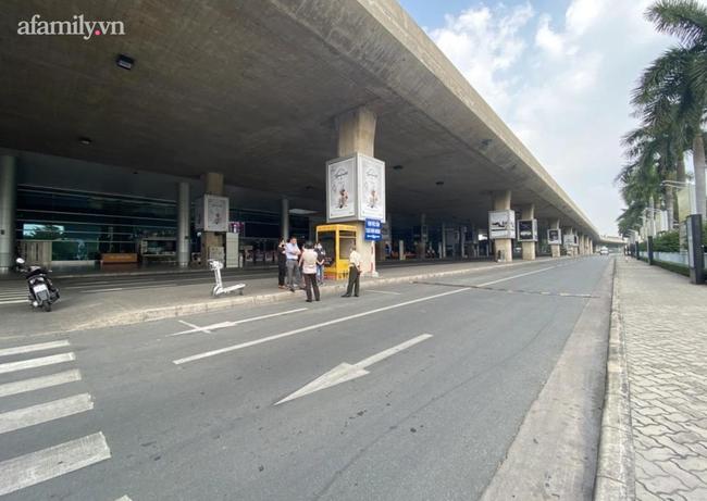 Một hãng xe công nghệ có khu vực đón khách riêng sau gần 5 tháng sân bay Tân Sơn Nhất thay đổi cách phân làn