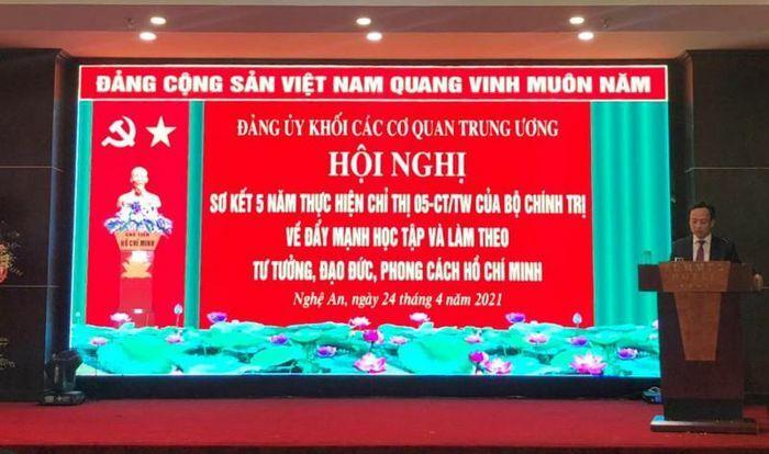Ông Lê Công Lương nhận Bằng khen thực hiện Chỉ thị 05-CT/TW của Bộ Chính trị